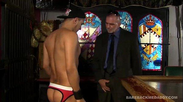 Blade Hunter Bareback Fucks Cesar Xes